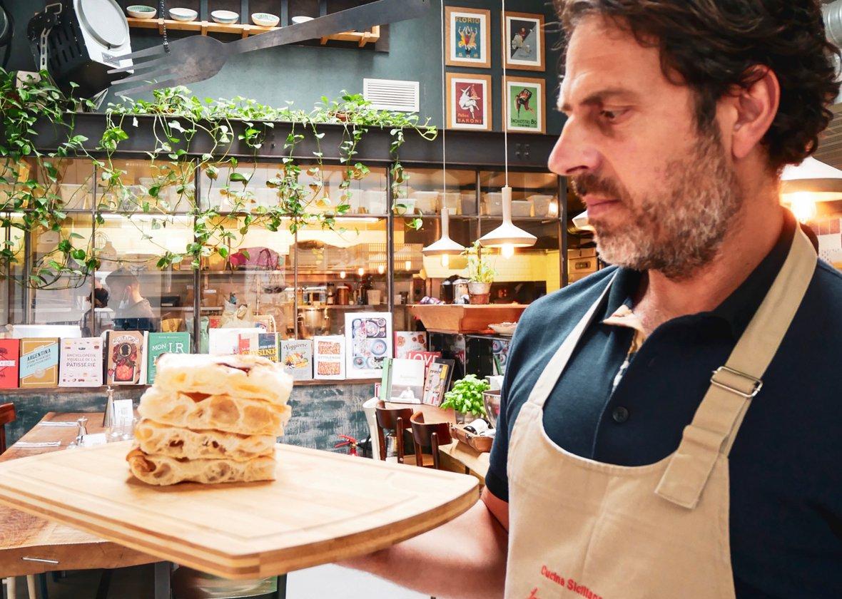 Portrait du chef du restaurant sicilien Les Amis des Messina à Paris